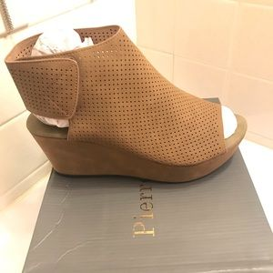 Taupe Wedges NWT